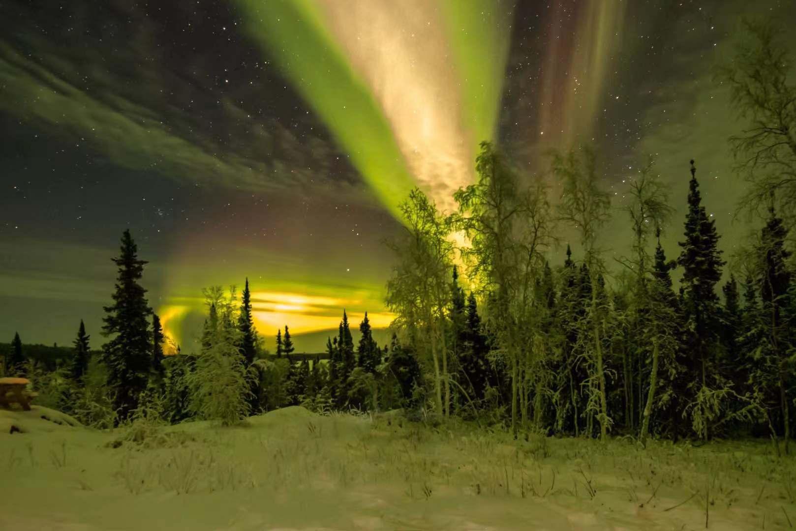 如何在多云的夜晚拍摄极光